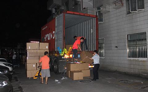 出口巴基斯坦的交通信号灯装货柜.jpg