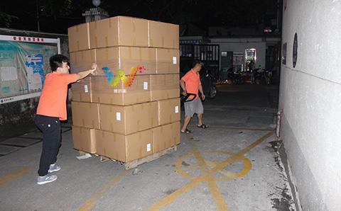 出口巴基斯坦的交通信号灯装货柜2.jpg