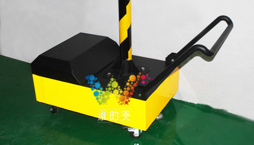 300型太阳能移动四面箭头三灯用的小推车,带有反光膜.jpg