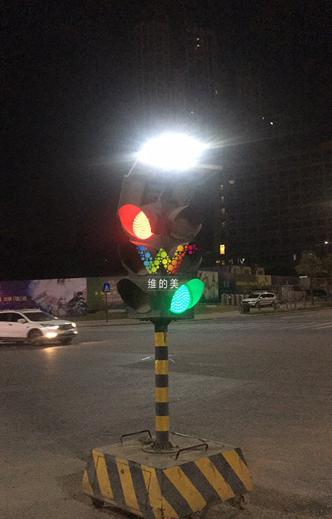 龙华临时红绿灯使用3年3.jpg