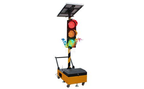 300型一体式四面三灯移动红绿灯.jpg