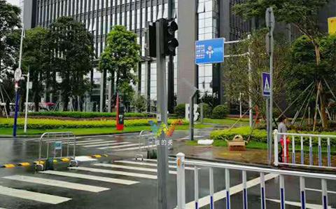 深圳龙岗区红绿灯的安装2.jpg